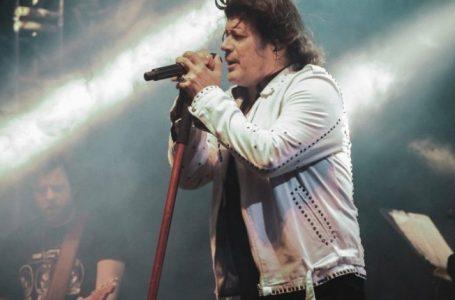 Paulo Ricardo comemora 35 anos de Rádio Pirata no Teatro Positivo
